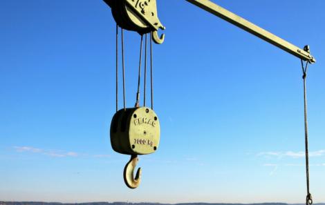 Revisiones anuales de puentes grúa: ¿Son una obligación legal?