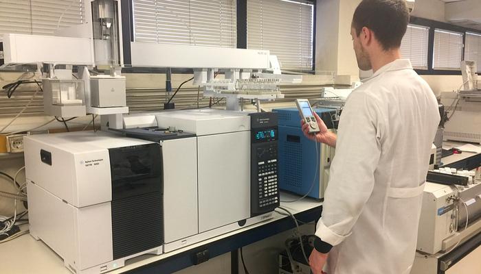 A área de análise cromatográfica do laboratório da ENVIRA em contínuo crescimento